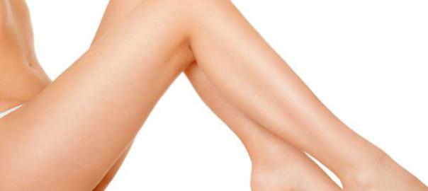 piernas de una mujer tras someterse a un lifting de muslos.